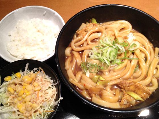 黒カレーうどんセット(660円)