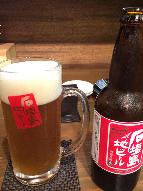 地ビールをゴクゴク飲みながら