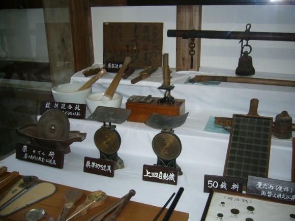 「商家資料館」にある飫肥商人が使用していた道具を展示