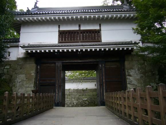 昭和53年(1978年)に復元された飫肥大手門