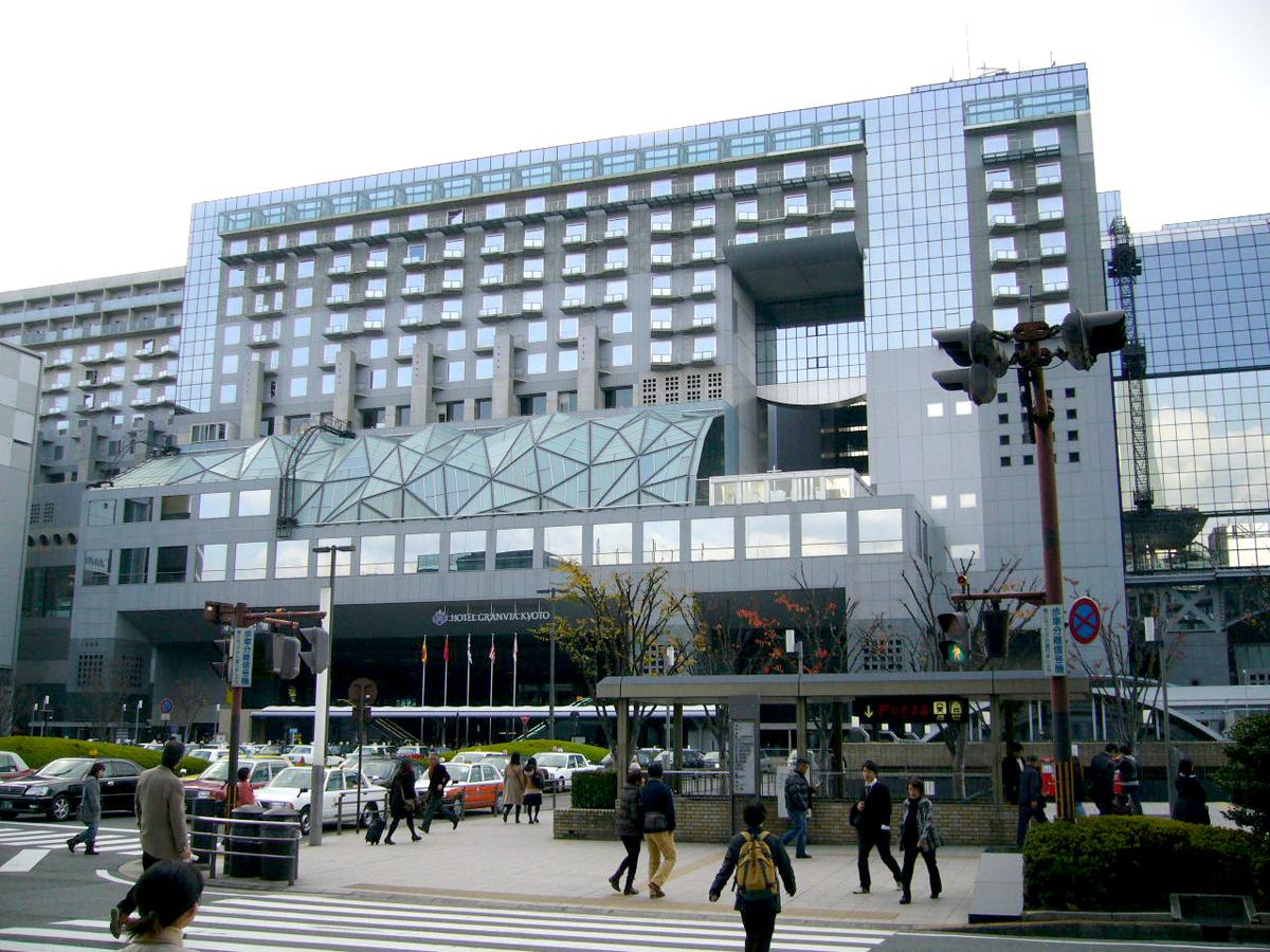 正面から見た京都駅