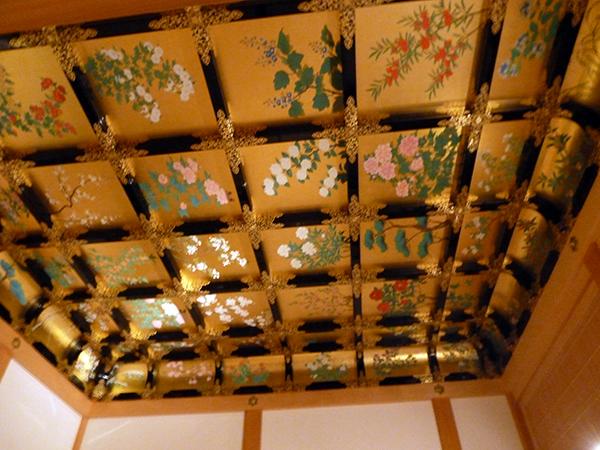 天井の金箔も凄い