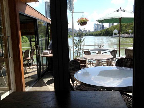 絶景で人気のオープンテラスカフェ