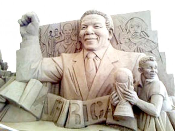 南アフリカのマンデラ氏とW杯カップの作品