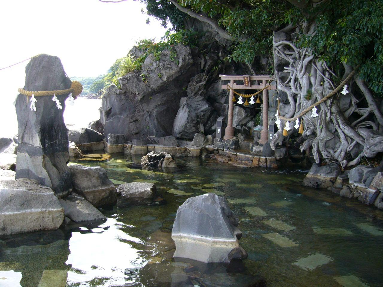 海辺の絶景&龍神様を奉った混浴露天風呂