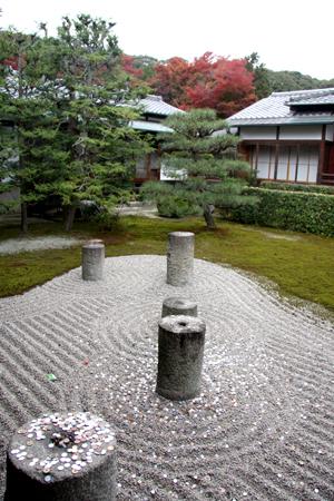 東庭の北斗の庭