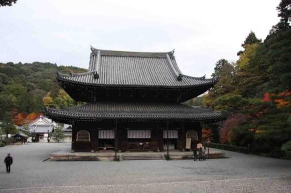 大門から入場すると見える『仏殿』