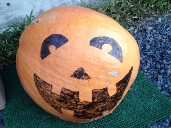 ハロウィンを思わせるカボチャの陶器