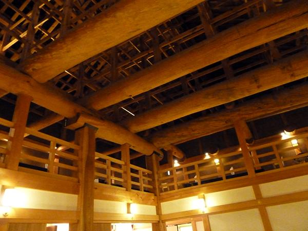 天井の梁が凄い