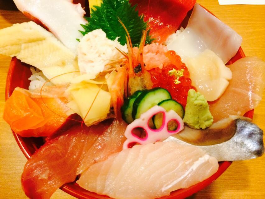 近江市場で海鮮丼