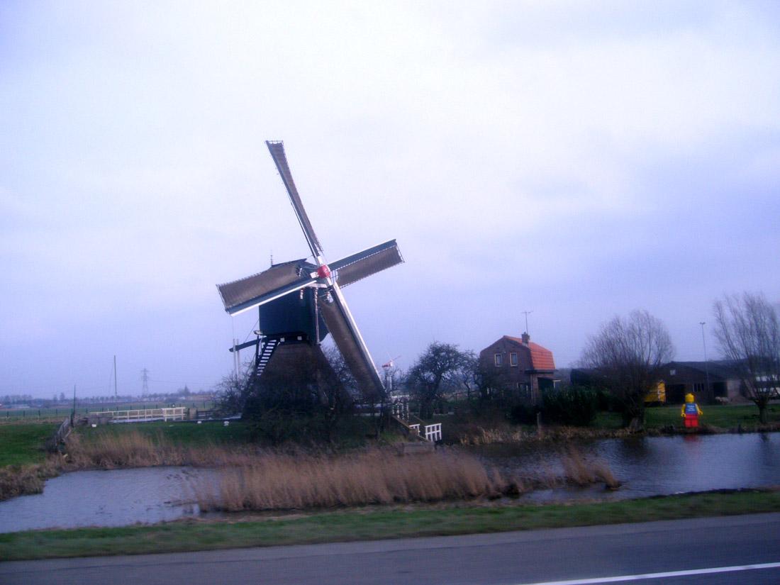 オランダ郊外で見かけた風車